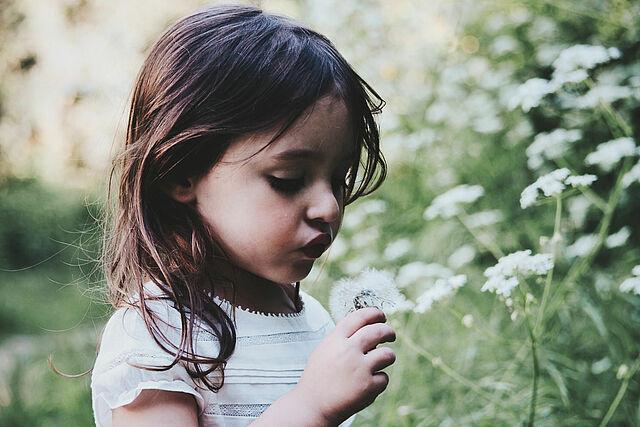 Natur und Kinder – so stärken Sie diese Verbindung