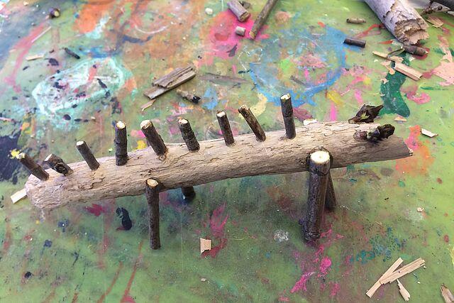Auf in den Wald: Bastle witzige Stocktiere